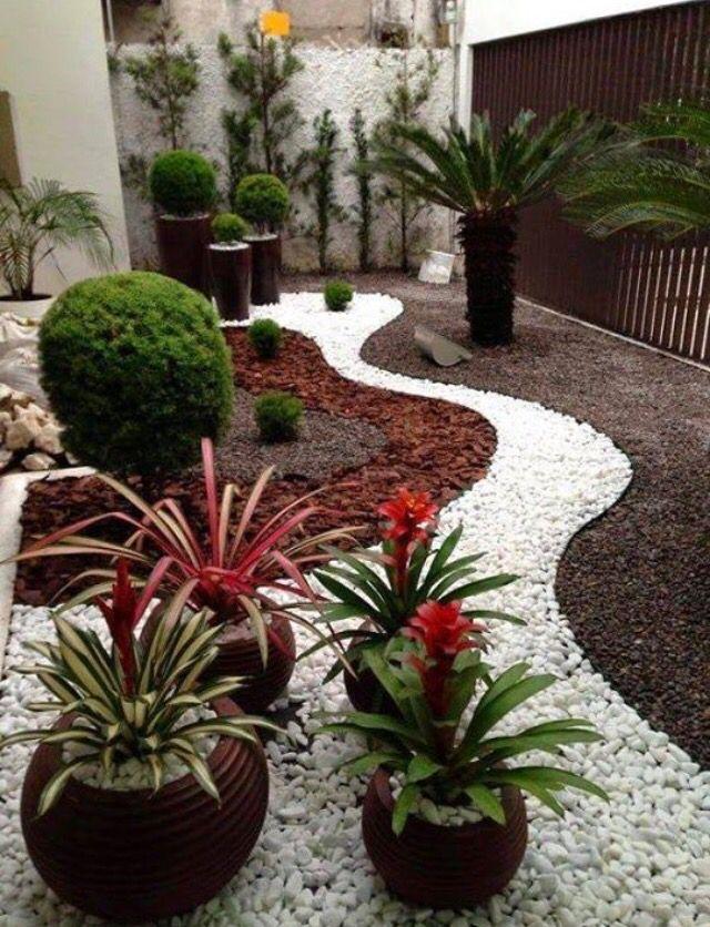 Как правильно мульчировать ландшафтный дизайн двор мульча камни белые кора